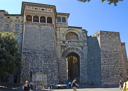 1024px-Perugia_Arco_Etrusco_francesco gasparetti attribute