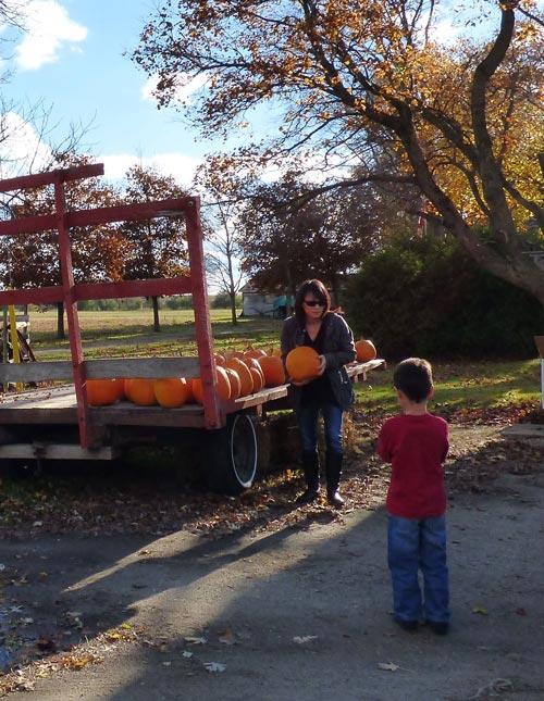 Fall_child_pumpkin_11_