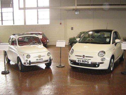 1966_Fiat_Nuova_500F_and_2008_Fiat_500_(3448558714)